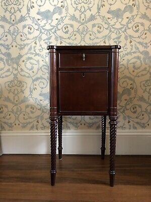 Pretty Side Table With Marquetry Details And Spiralled Legs • 100£