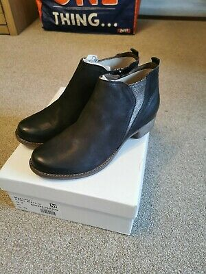 Clarks Magnality Daisy Black Ladies Boots Size UK 7 • 6£