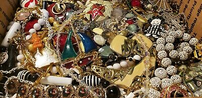 $ CDN50.49 • Buy HUGE 12lbs Vintage Mod Jewelry Lot Some Signed Most Wear Necklaces + Rhinestone