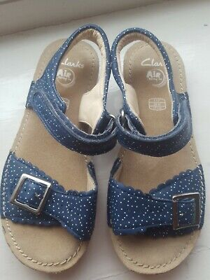 £15 • Buy Girls Blue Leather Clarks Sandals Size 11 F