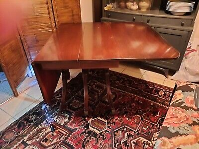 $125 • Buy Duncan Phyfe Style Dining Room Table W/ Leafs- Pre-owned