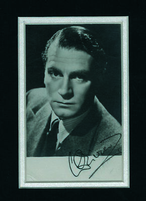 Sir Laurence Olivier - Autograph - Signed Black And White Photograph - Framed • 195£