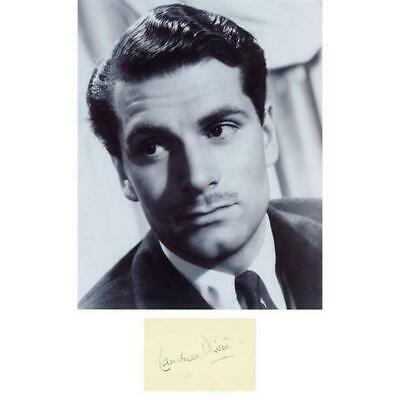 Laurence Olivier - Autograph - Signed Black And White Photograph • 225£