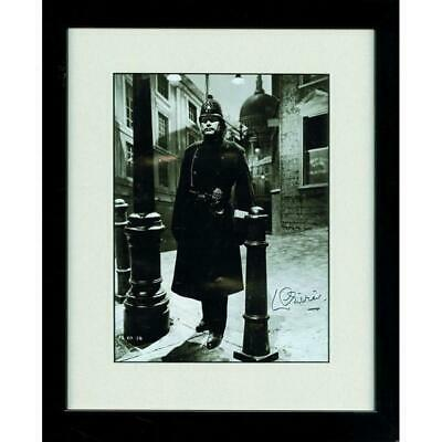 Laurence Olivier - Autograph - Signed Black And White Photograph • 295£
