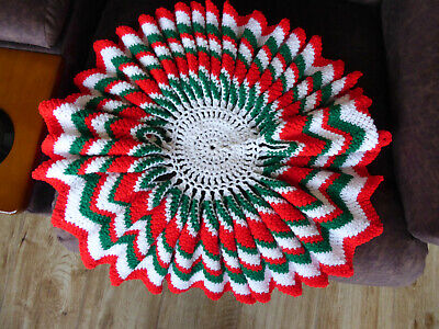$ CDN8.97 • Buy Vintage Hand Knitted Christmas Tabletop Centerpiece Green Red White Ruffled 22