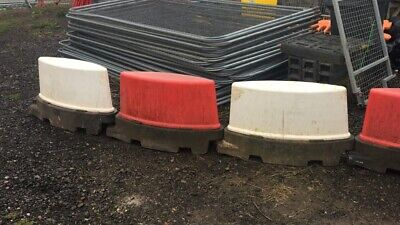 ROAD BARRIERS X38 TRAFFIC MANAGEMENT ROAD RUNNER TRAFFIC SEPARATOR SELF WEIGHTED • 570£