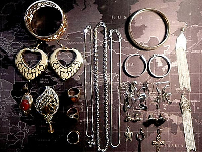 $ CDN120 • Buy Vintage Costume Jewelry - Lot Of 27 -