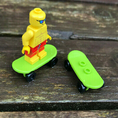 LEGO - SKATEBOARD - Green - ( 2 OFF ) - Skate - Park - City - Friends  • 2.99£
