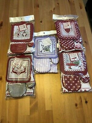 Christmas Gift Set: Oven Glove, Pot Holder And Matching Kitchen Hand Towel • 9£
