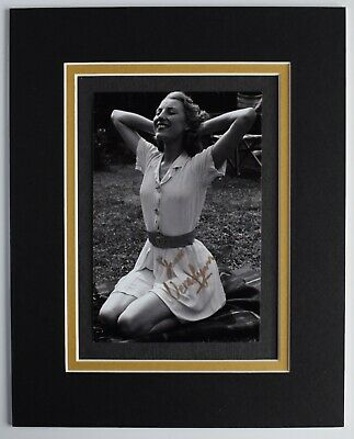 £29.99 • Buy Vera Lynn Signed Autograph 10x8 Photo Display WW2 Music Forces Sweetheart COA