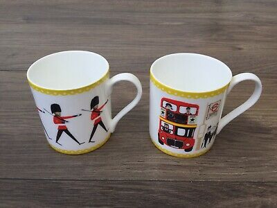Dotcom Gift Shop 2 Bone China Mugs - London Buses - Changing Of The Guards Retro • 5£