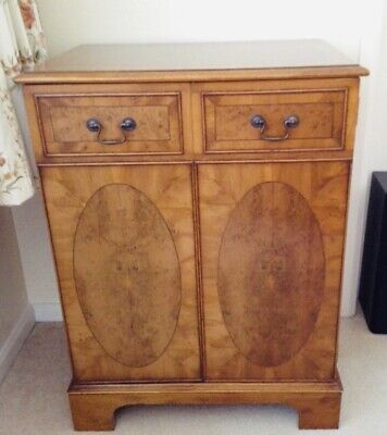 Yew Wood Hi-Fi Storage Cabinet - Great Condition. • 50£