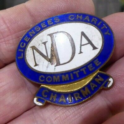 London L. Simpsons & Co Licensees Charity Nda Committee Badge // Chairman • 9.99£