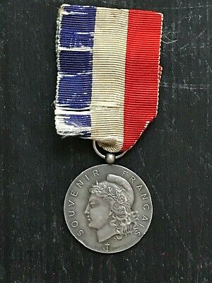 FRANCE : WWI French War Grave Commission Honor Medal In Silver • 6.99£