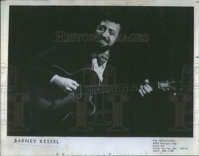 $ CDN24.25 • Buy 1977 Press Photo Barney Kessel American Jazz Guitarist Musician - RSC10971