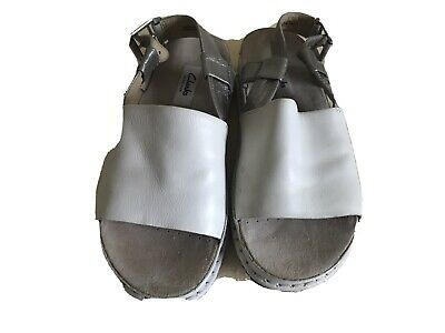 Ladies Clark's Leather Shoes 3.5 Off White With Pewter Straps • 2£