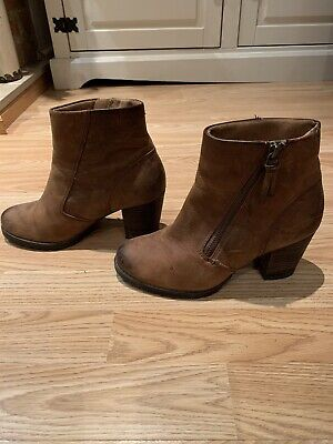 Womens Clarks Tan Ankle Boots Size 4 • 15£