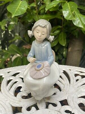 Nao By Lladro Figurine Young Girl Sewing/Embroidering • 29£