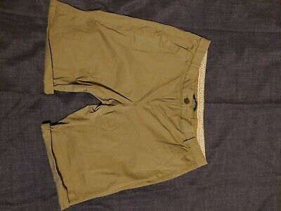 Maine Ladies Green Shorts Size 16 • 1£