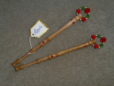 LACEMAKING LACE BOBBINS PAIR BRAMLEY APPLE - From My Garden • 4.75£