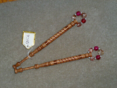 LACEMAKING LACE BOBBINS PAIR UTILE WOOD - Wired In Warm Gold And Red • 6.75£