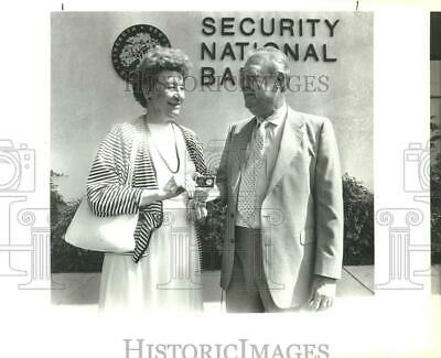 $ CDN24.25 • Buy 1988 Press Photo Barney Cox, Chairman Of Security National Bank Board