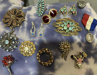 $ CDN37.35 • Buy Lot Of Vintage Costume Jewelry Some Signed All Wearable
