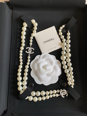 £1400 • Buy Authentic Classic Silver Chanel Pearl Embellished Long Necklace