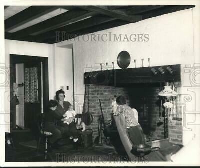 £14.43 • Buy 1966 Press Photo Mother And Children Next To Fireplace In Home - Tta00320