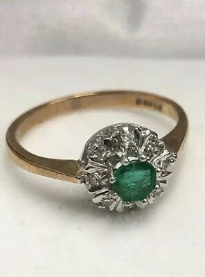 Vintage 9ct Gold Ring With A Green Stone Surrounded By 8 Diamonds UK Size K1/2-L • 59.50£