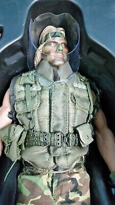 AU599 • Buy Hot Toys Mms73 Predator Private Billy Sole 1:6 Scale Figure *as New In Box*