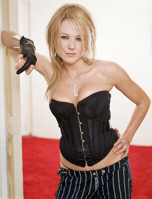 $ CDN5.01 • Buy Jewel Kilcher With Hand On Hip 8x10 Picture Celebrity Print