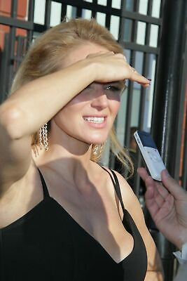 $ CDN5.01 • Buy Jewel Kilcher Covering The Sun With The Hand 8x10 Picture Celebrity Print