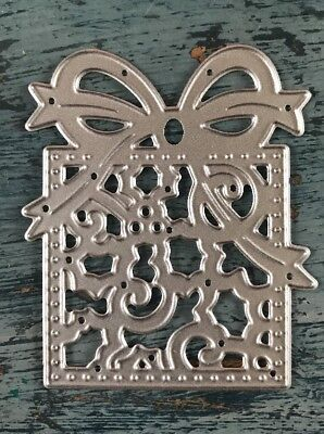 Metal Cutting Die - Large CHRISTMAS PRESENT Gift Holly Flourish Design (H06) • 4.50£