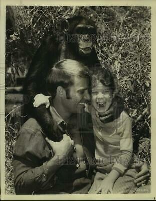 $17.99 • Buy 1968 Press Photo Actors Ross Hagen, Erin Moran With Chimpanzee - Sap05729