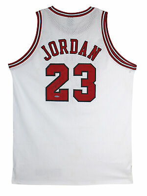 AU19374.83 • Buy Bulls Michael Jordan Authentic Signed White 1997-98 Nike Jersey UDA #BAH94670