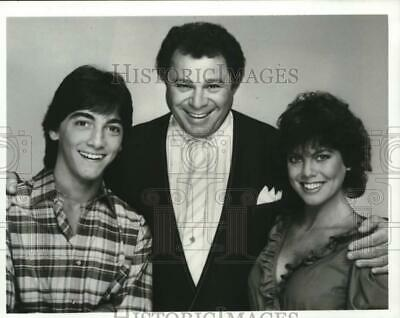 $14.99 • Buy 1982 Press Photo Scott Baio, Art Metrano & Erin Moran In  Joanie Loves Chachi