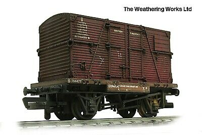 Bachmann BR Conflat Flat Wagon + Container Load *PRO WEATHERED LOOK • 24.99£