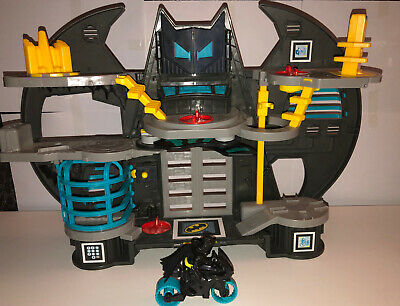 Fisher-Price Imaginext DC Super Friends Battle Bat Man Cave & Figures • 30£