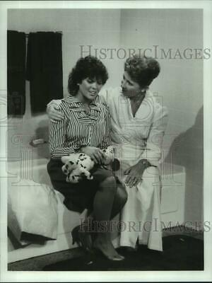 $18.88 • Buy 1982 Press Photo Erin Moran & Marion Ross In  Happy Days  Airing On ABC