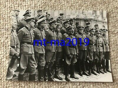 Ww2 Press Photograph - German Waffen-ss Officers And Enlisted Ranks - Dietrich? • 5£