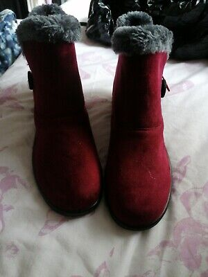 Burgundy Boots Size 8 • 2.90£