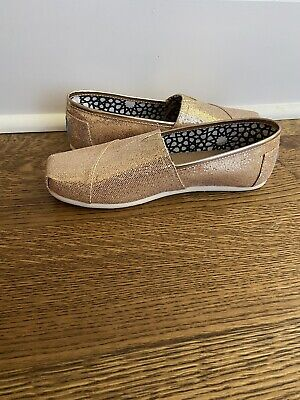 $20 • Buy Toms Classic Gold Glitter Flat Shoe- Size 7- New Condition