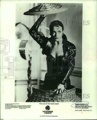 1990 Press Photo Amanda Donohoe In  The Lair Of The White Worm  - Nop23861 • 14.62£