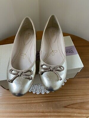 Ladies Equity Bronze Leather Shoes Size 6.5 • 10£