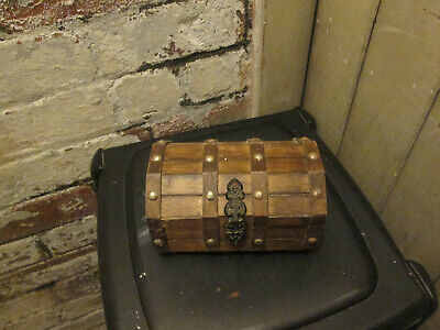 OLD JEWELLERY BOX In Shape Of A Treasure Chest  • 3.19£
