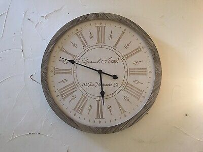 Wooden Clock With Carved Face • 14.30£