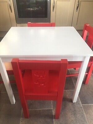 Childrens Table And Chairs Set  • 30£