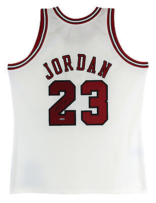 AU19374.83 • Buy Bulls Michael Jordan Signed 97-98 White Nike HWC Authentic Jersey UDA #BAJ07040