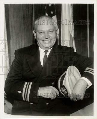 $ CDN24.25 • Buy 1962 Press Photo Barney Elmore As  Officer Of The Day  On Hennesey On CBS-TV